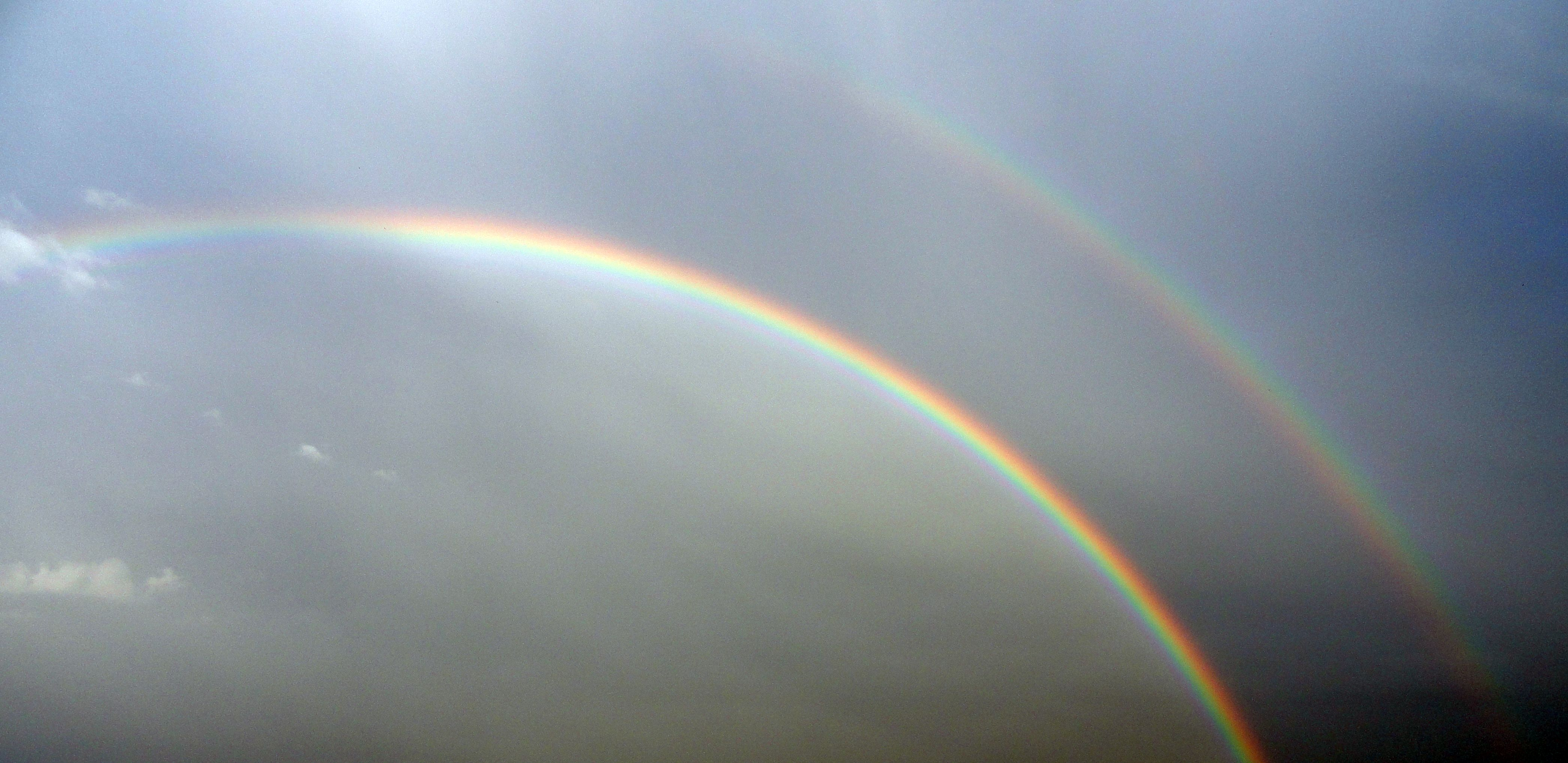 "<img src=""double rainbow.jpg"" alt=""a primary bow and a secondary bow"">"