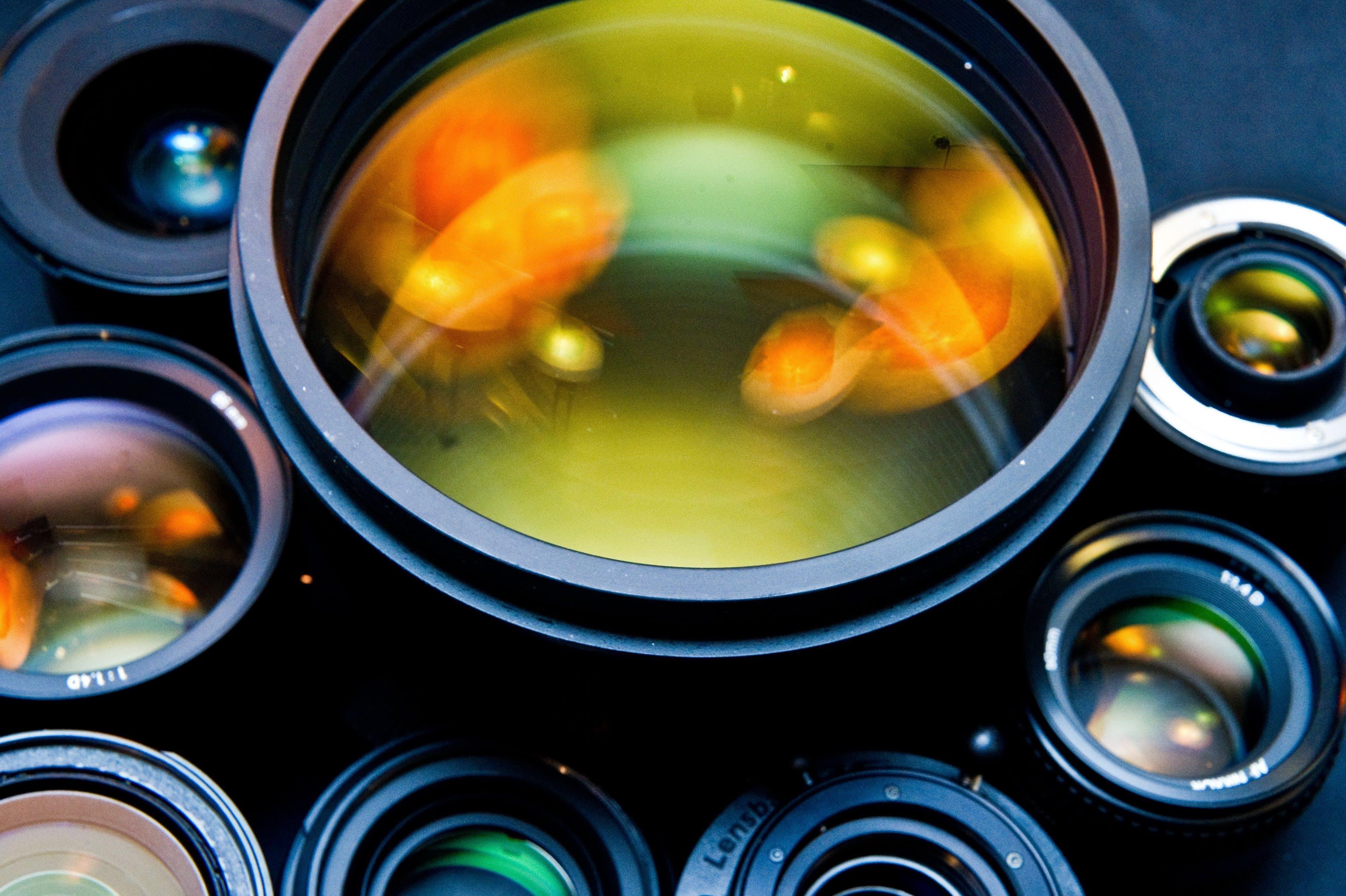 """<img src=""""lenses.jpg"""" alt=""""photographic lenses reflecting light"""">"""