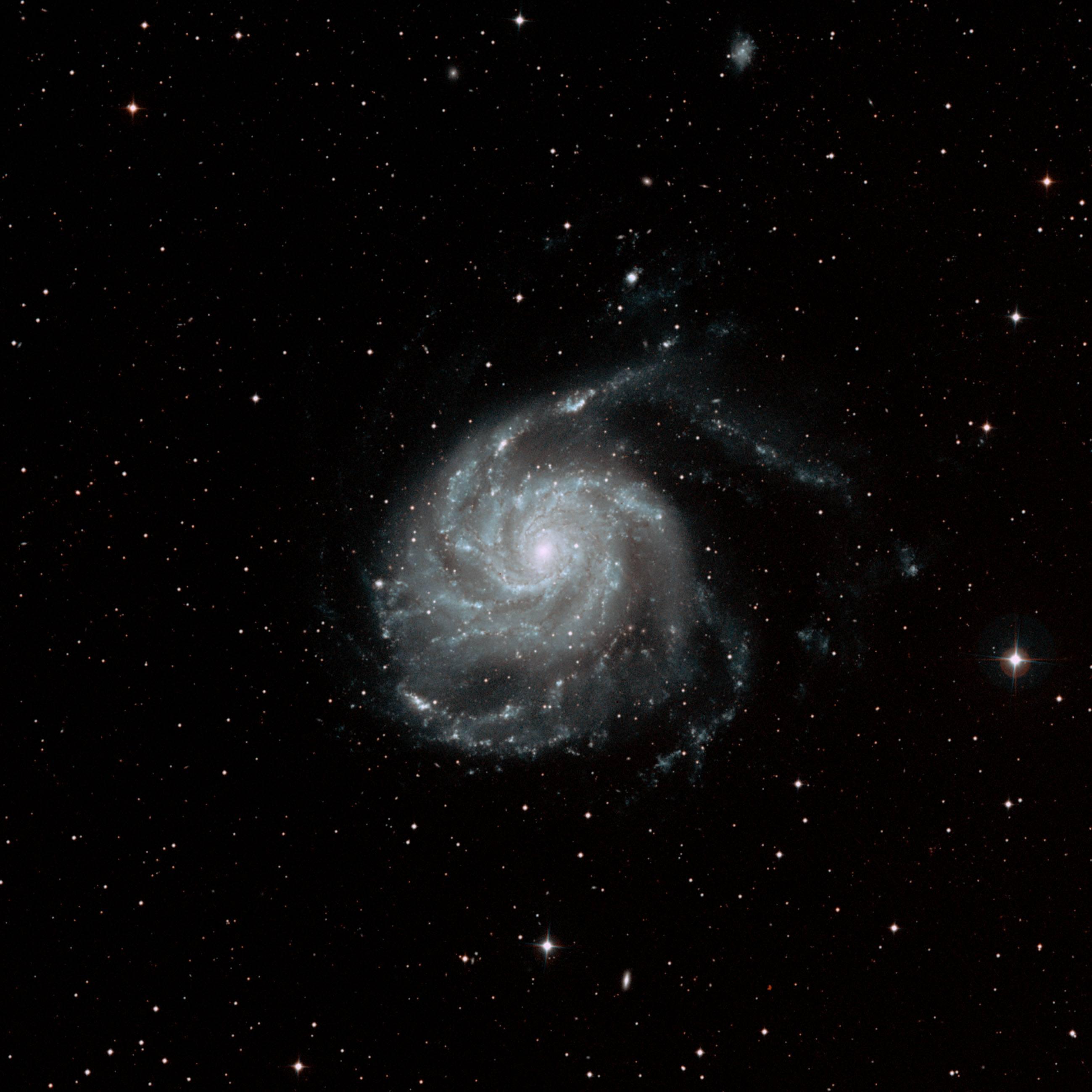 "<img src=""galaxy.jpg"" alt=""The Pinwheel Galaxy seen through a telescope"">"