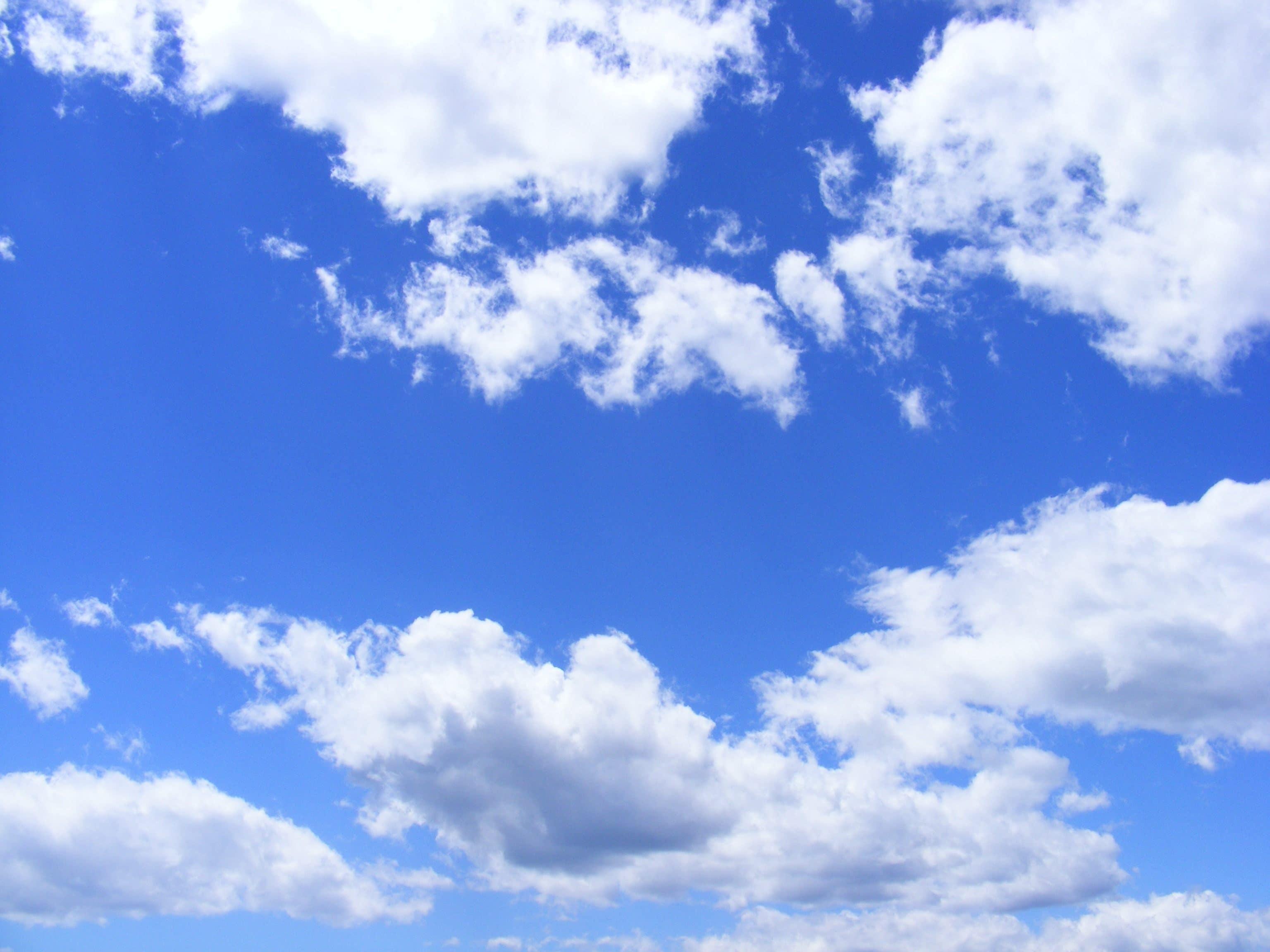 """<img src=""""skies.jpg"""" alt=""""blue skies and white clouds"""">"""