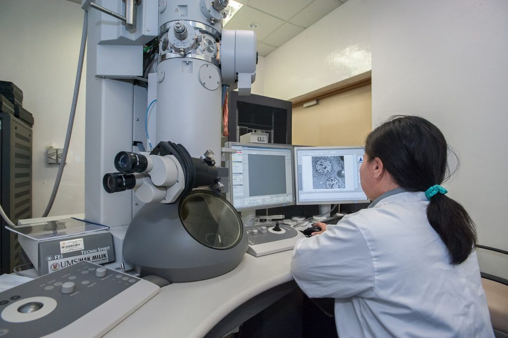 Electron microscope in a lab