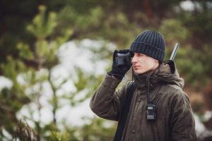 Man hunter using rangefinder, rangefinder shooting