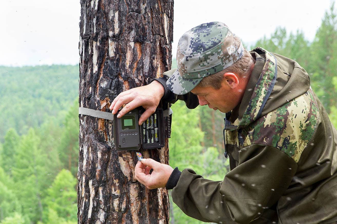 man setting up the trail camera