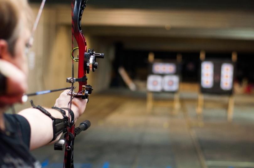 bow sight 5pin_Ademortuus_Shutterstock