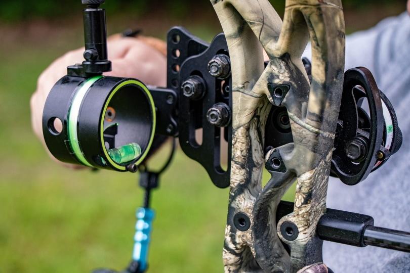 bow sight adjust_Steven Conly_Shutterstock