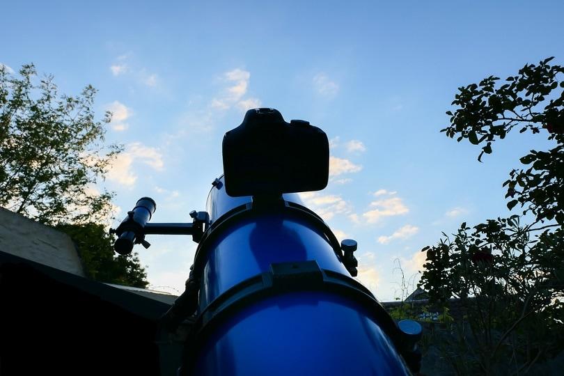 Digital-camera-telescope_GiulianiBruno_shutterstock