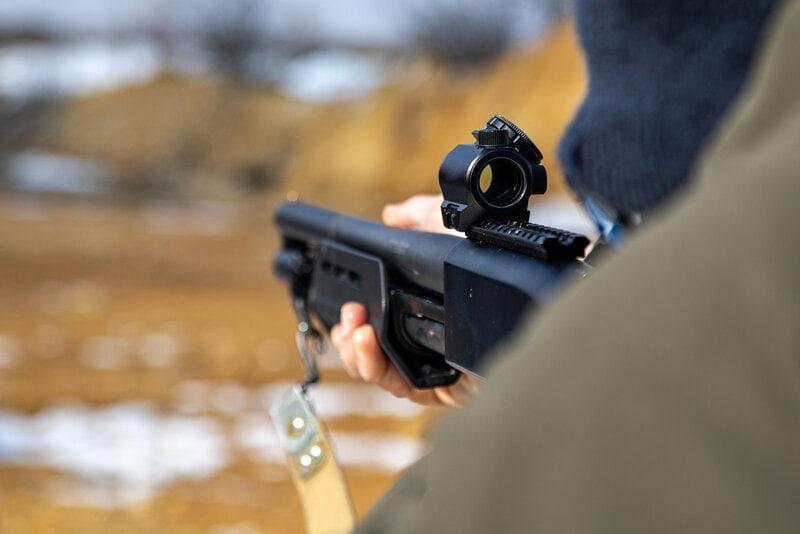 aiming shotgun pump action red dot sight