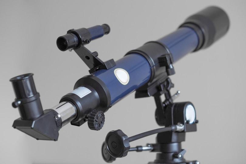 telescope with barlow lense_Miglena Pencheva_Shutterstock